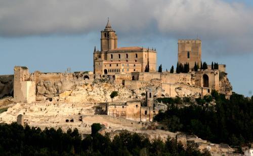 Alcal la real y su castillo for Parque mueble alcala la real