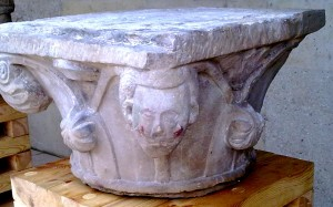 Capitel humanoide de la Iglesia de San Juan Baeza