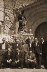 junta de gobierno vera cruz baeza 1959 197x300 - Semana Santa en el recuerdo; Baeza.