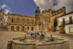 plaza leones baeza Mesón Despeñaperros 300x201 - La Fuente de los Leones (Baeza)