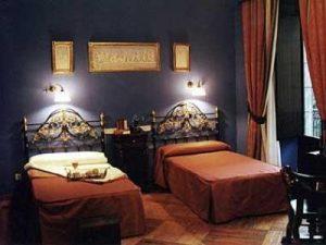 hotel alvar fanez habitacion f4b63b 300x225 - Hotel Alvar Fañez: Encanto y Localización