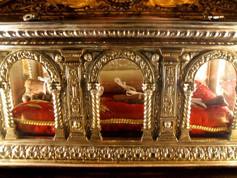 Restos de San Juan de la Cruz 830x623 - San Juan de la Cruz y el robo de sus restos